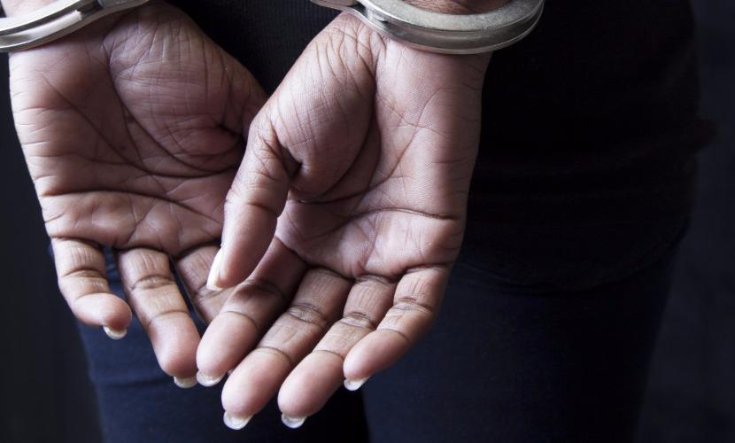 Женщина за 200 тысяч наняла полицейского под видом киллера, чтобы тот убил ее сына в Орле