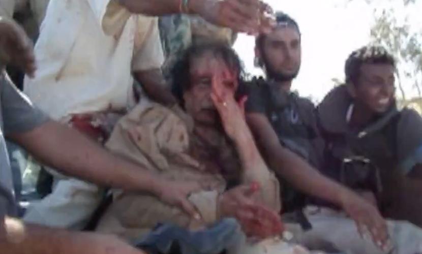 Новое видео казни молившего о пощаде Муаммара Каддафи попало в СМИ