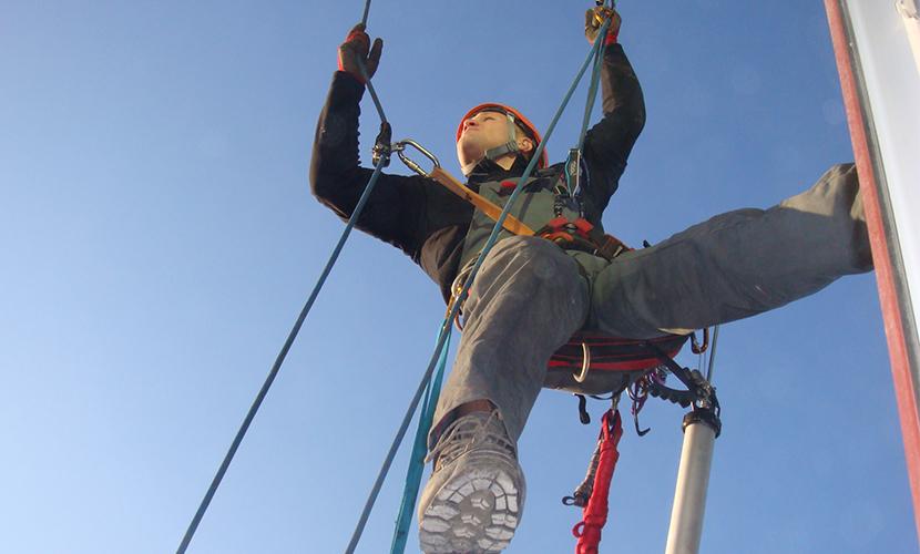 «Ну, погоди!-2016»: женщина на балконе перерезала веревку промышленному альпинисту
