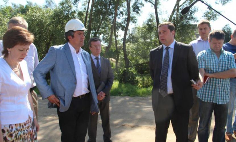 Пресса выяснила, как губернатор Островский «заводил» в Смоленскую область укравшего миллиард подрядчика