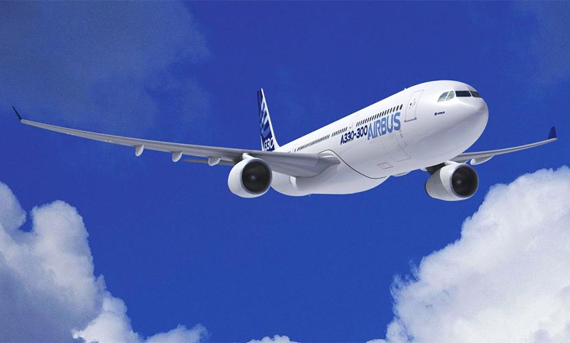 Самолет с 240 пассажирами и трещиной в кабине развернулся над Сургутом