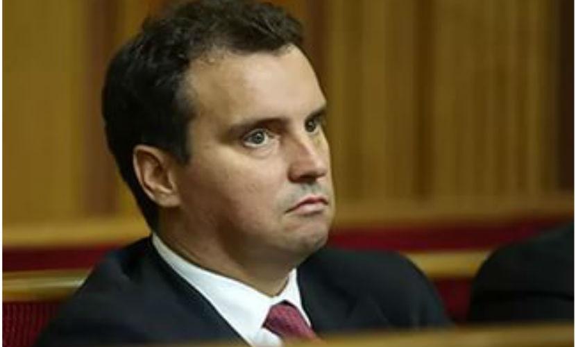 Подавший в отставку министр Абромавичус боится выходить из дома из-за угроз украинских радикалов