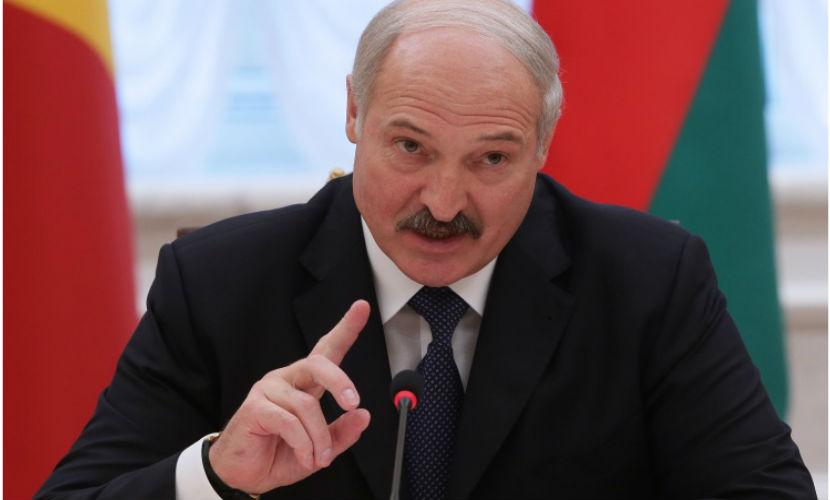 Лукашенко пригласил на Парад Победы переболевших COVID-19