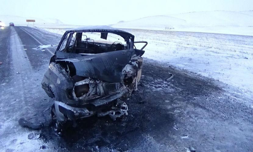 Мужчина сгорел заживо вместе с «Волгой» после столкновения с иномаркой