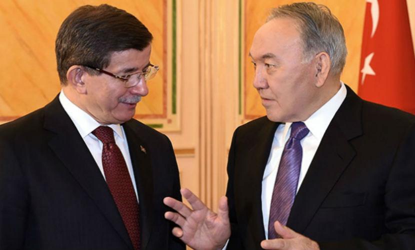 Давутоглу поехал в Казахстан, рассчитывая на поддержку Назарбаева в налаживании отношений с Россией