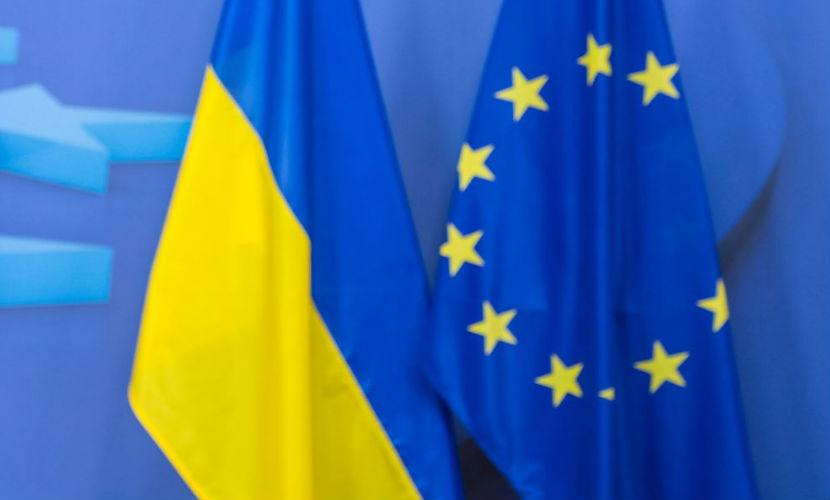 Европа начала шантажировать Украину, угрожая снятием санкций с России