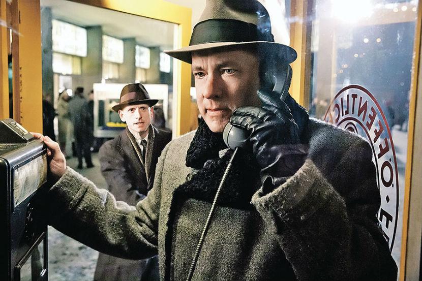 """Актер Том Хэнкс не получил номинацию за игру в фильме """"Шпионский мост""""."""