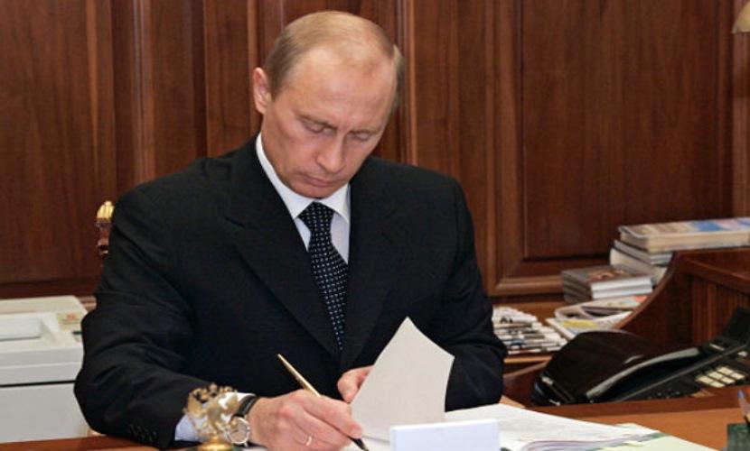 Путин санкционировал повышение цен на бензин