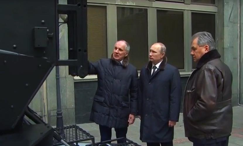 Владимир Путин осмотрел новейшую бронетехнику для спецназа ФСБ