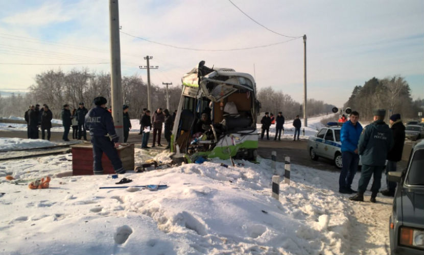 Женщина-кондуктор погибла при столкновении автобуса с поездом в Удмуртии