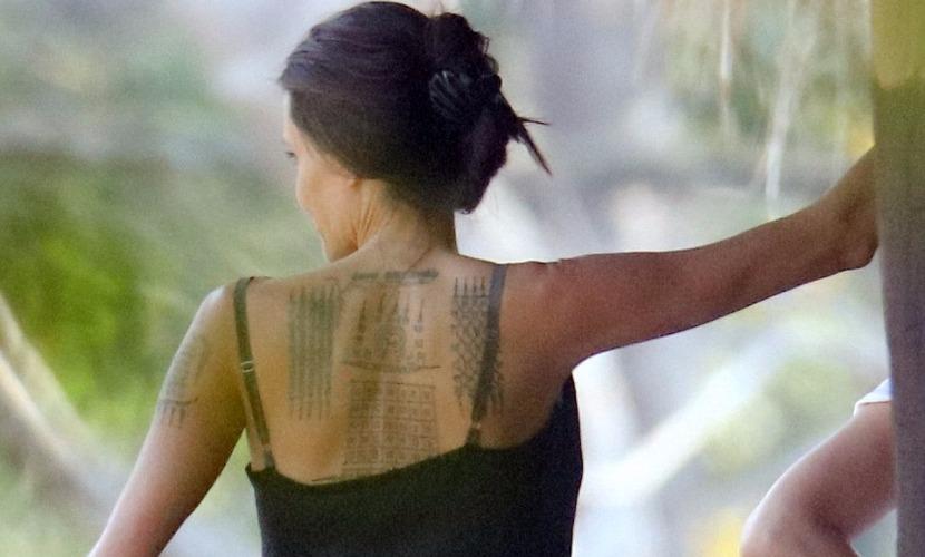 Папарацци сумели снять три новые татуировки Анджелины Джоли в Камбодже