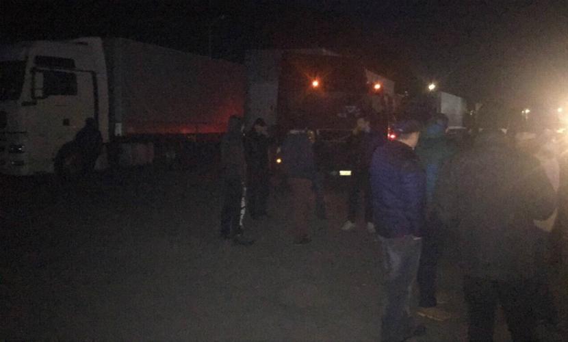 Украинские националисты блокировали более 20 российских фур во Львовской области