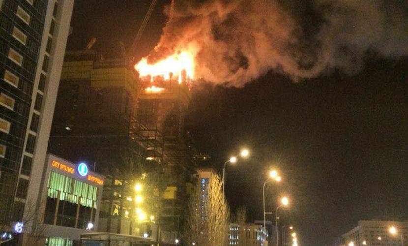 В Астане загорелось самое высокое здание в Центральной Азии