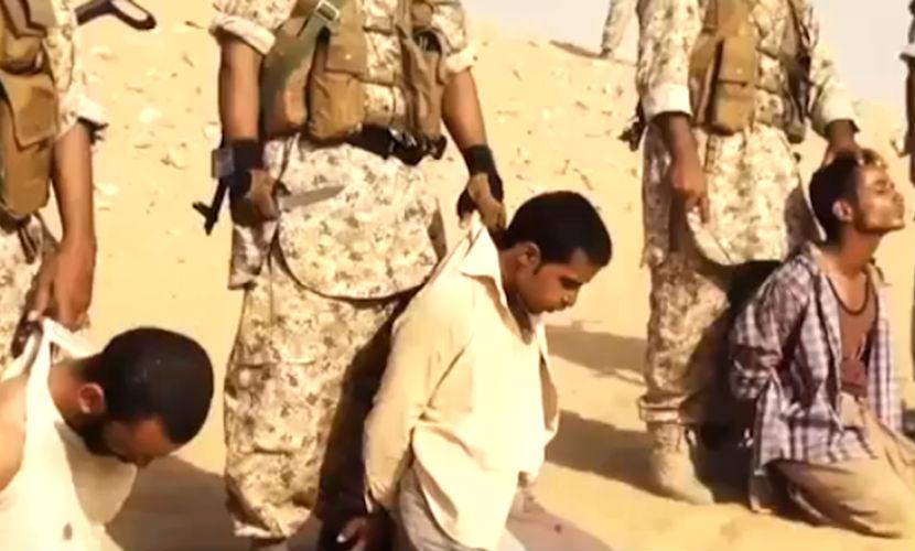 Террористы ИГИЛ на новом видео обезглавили заложников тесаками