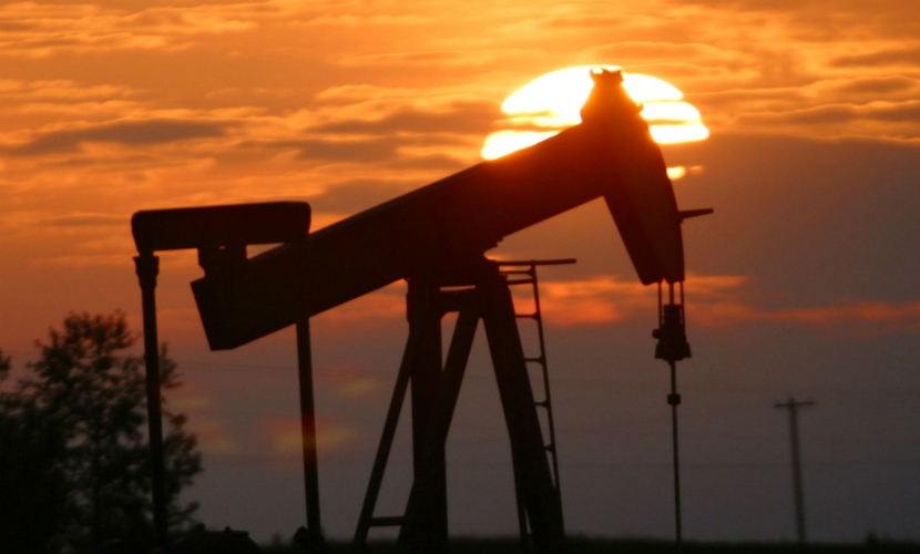 Власти Ирана заявили, что не будут продавать нефть за доллары