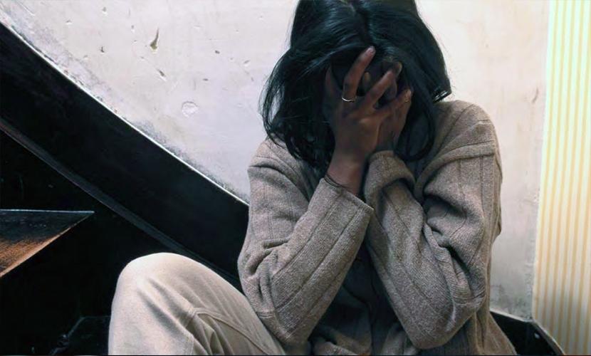 Несколько мужчин с помощью арматуры избили и изнасиловали 49-летнюю женщину в Москве