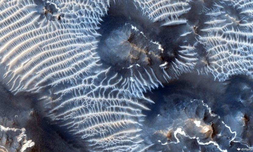 Новый снимок лабиринта Ночи на Марсе представило NASA