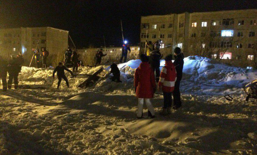 Сотрудник противолавинной службы погиб при сходе снега в Мурманской области