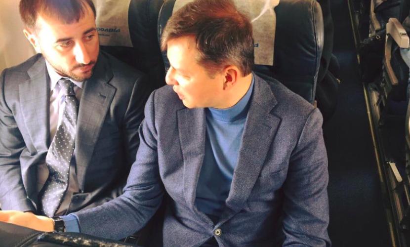 Главный радикал Украины летел с соратниками в Киев из Днепропетровска в эконом-классе