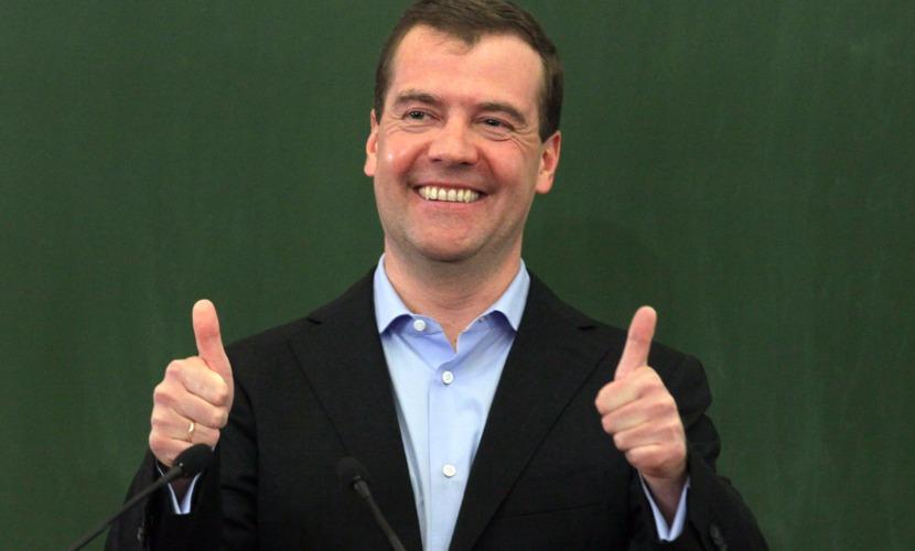 Медведев дал обещание россиянам не запрещать водку и киношедевр