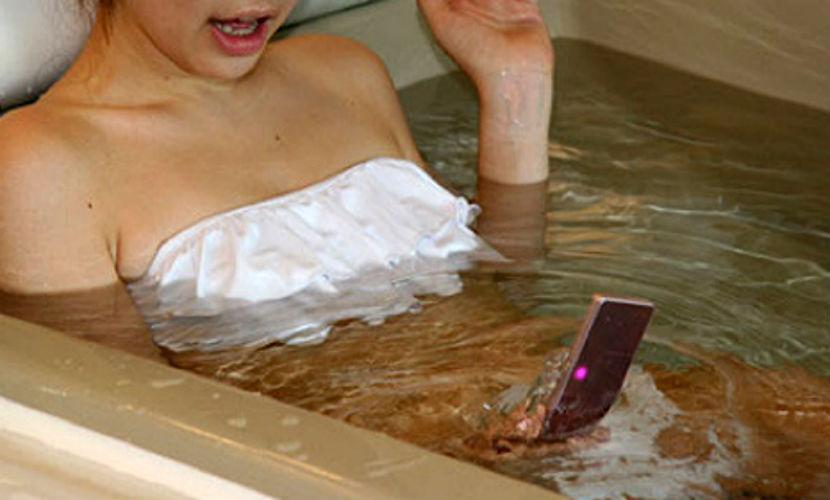 Московская школьница погибла в ванной из-за мобильного телефона