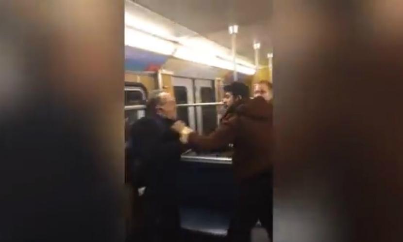 В Сети появилось видео нападения мигрантов на пенсионера в метро Мюнхена