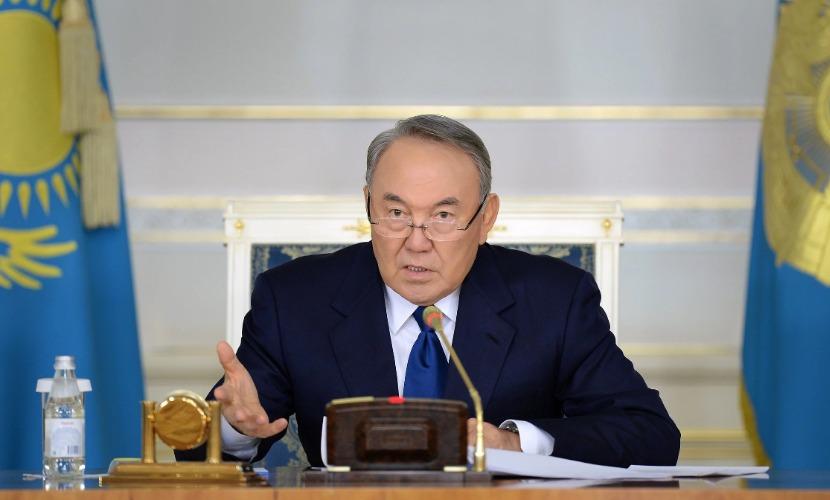 Тех, кто на вопрос на русском языке отвечает по-казахски, показательно увольнять, - Назарбаев
