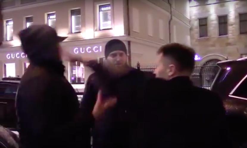 Знаменитый гимнаст Немов распустил кулаки во время общения с активистом