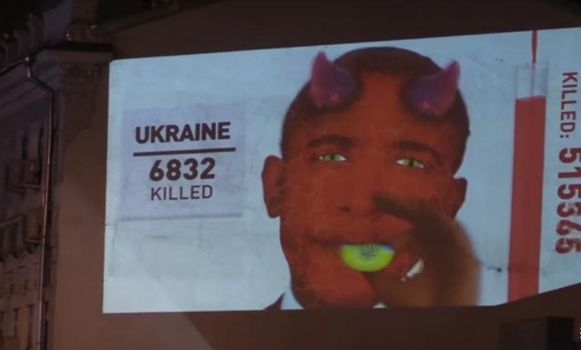 Обаму в виде дьявола в центре Москвы назвали киллером и пригласили на Гаагский трибунал