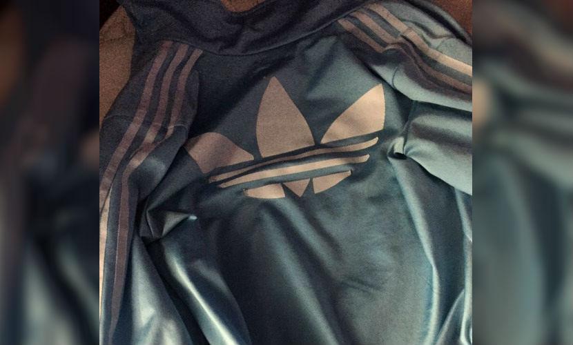 Споры о цвете новой куртки-хамелеона от известного бренда захлестнули Интернет