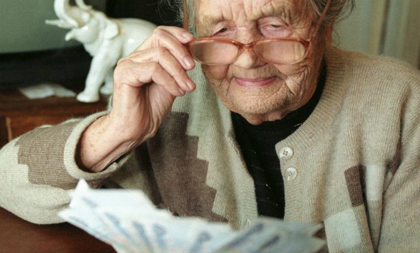 С 1 февраля в РФ увеличили пенсии и социальные выплаты