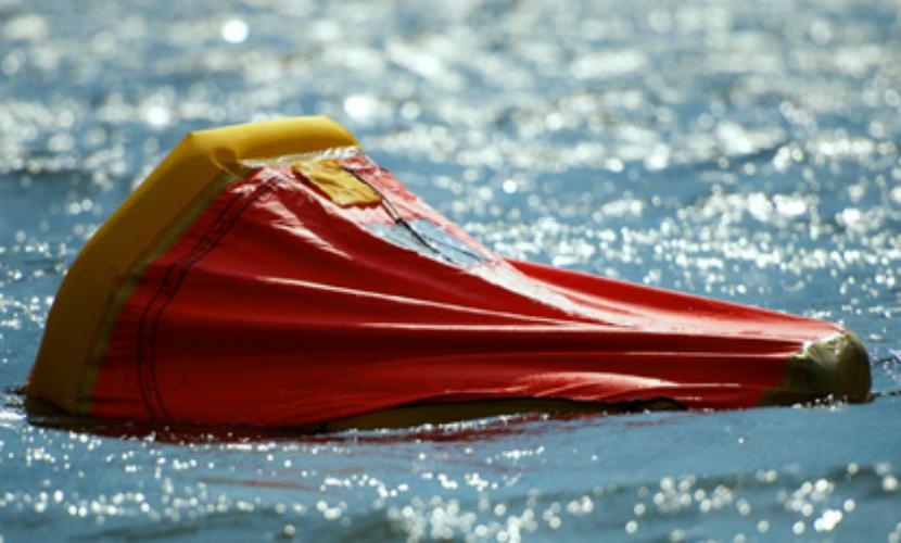 На обнаруженном спасательном плоту в Охотском море людей не оказалось