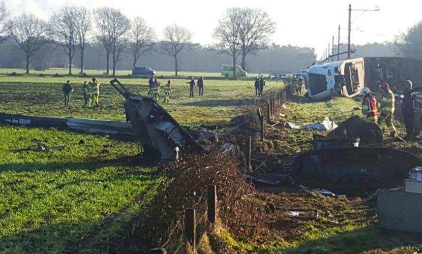 Пассажирский поезд сошел с рельсов в Нидерландах, есть погибшие