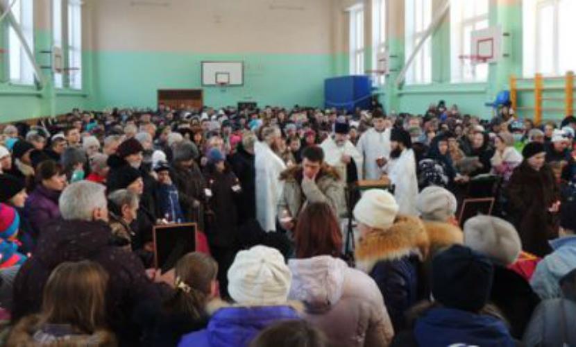На похороны школьников, заживо сварившихся в кипятке, пришли тысячи жителей Камчатки
