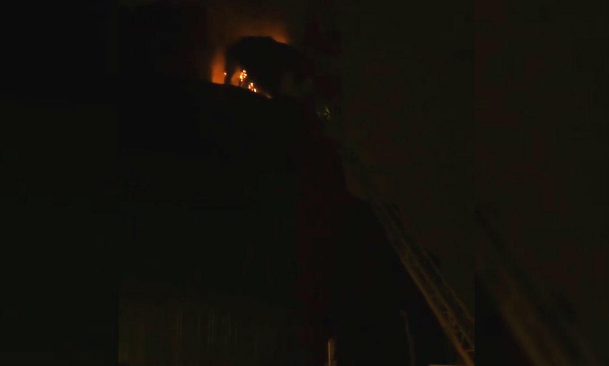 Пламя охватило храм в центре Москвы