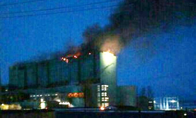 Более 100 человек тушат пожар на третьем энергоблоке Березовской ГРЭС