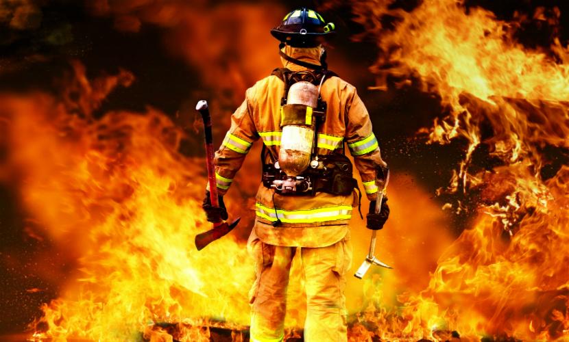 2 человека погибли, 200 были эвакуированы в результате пожара в медакадемии Смоленска