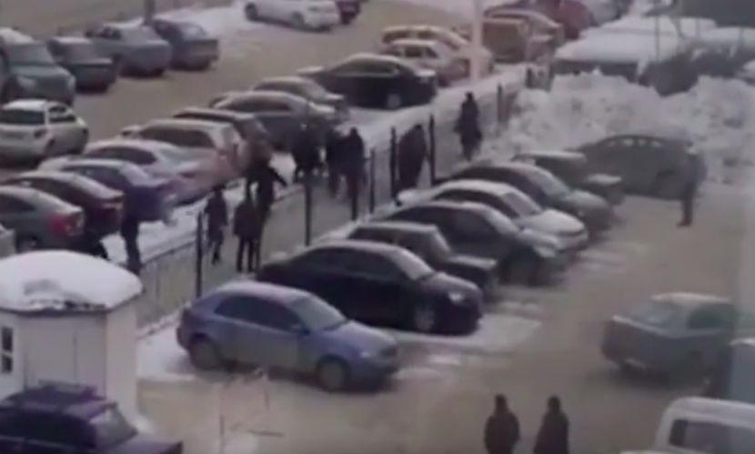 Смелая старушка вмешалась в разборку с оружием на улице Екатеринбурга