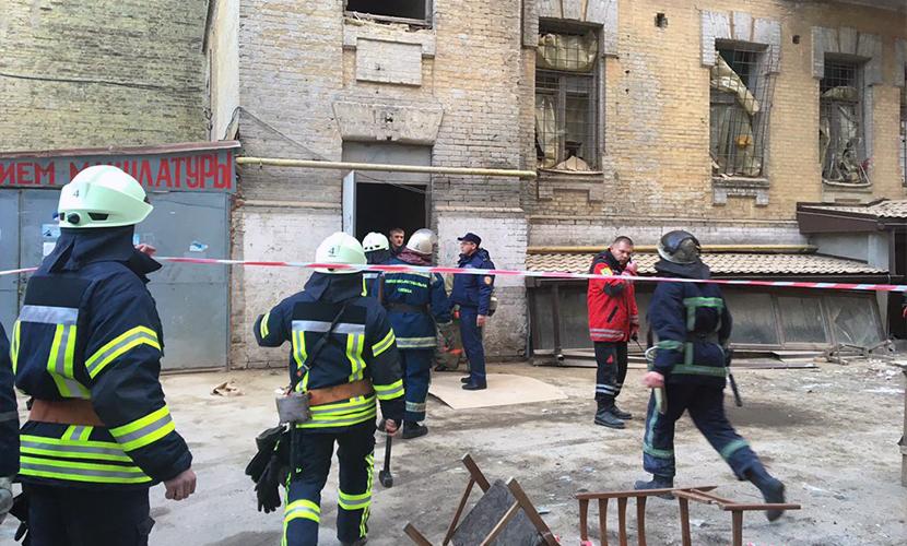 Несколько этажей жилого дома обрушились в центре Киева