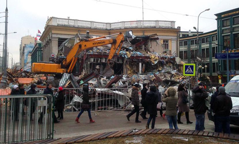 Из-за сноса самостроя частично обрушился подземный переход в центре Москвы