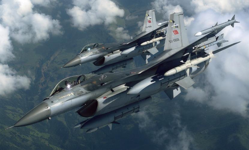 Турецкие самолеты F-4 и F-16 сбросили высокоточные бомбы на территорию Ирака