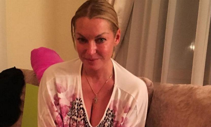 Анастасия Волочкова показала свое новое любовное тату на самом видном месте