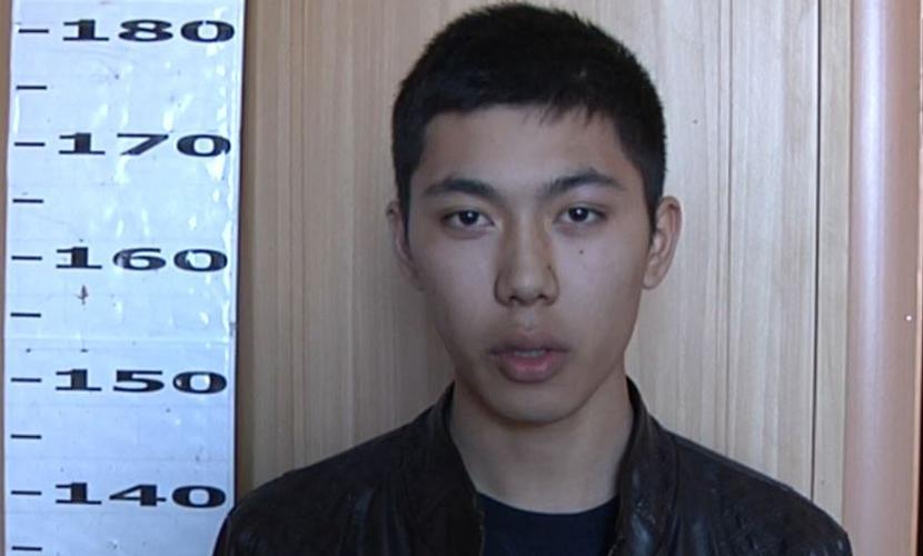 Иркутские подростки выбросили телевизор из окна и пытались раздеть соседку ради