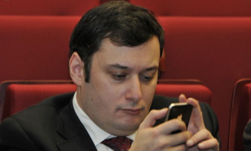 Госдума и ФСИН решили полностью отключить зекам сотовую связь