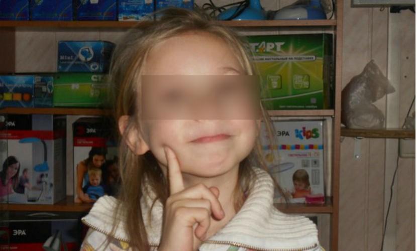 Восьмилетняя школьница погибла при падении в бетонный колодец