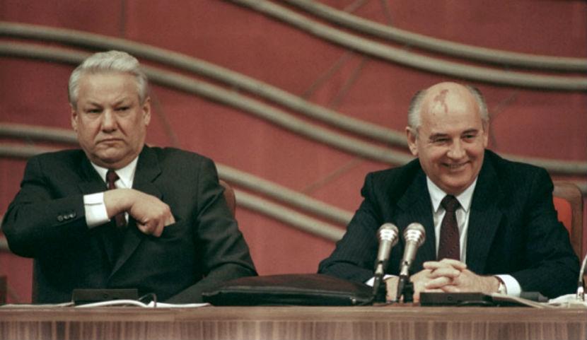 Фракция ЛДПР призвала депутатов признать Горбачева и Ельцина преступниками
