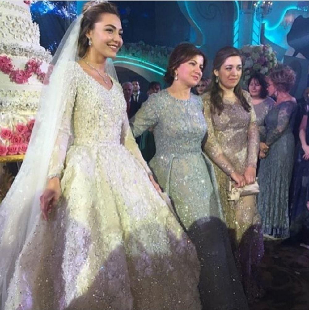Невеста с родственницами жениха