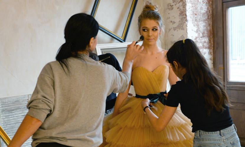 Юная дочь Веры Брежневой разоделась в шелка и кружева для Недели моды в Москве