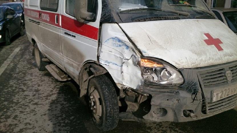 Пьяный водитель скорой помощи разбил 7 автомобилей в Воронеже