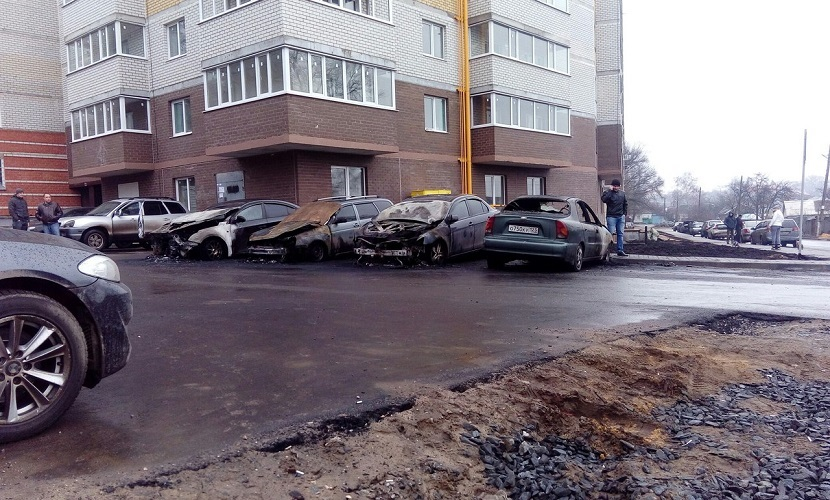 Мощный взрыв в центре Воронежа уничтожил пять автомобилей